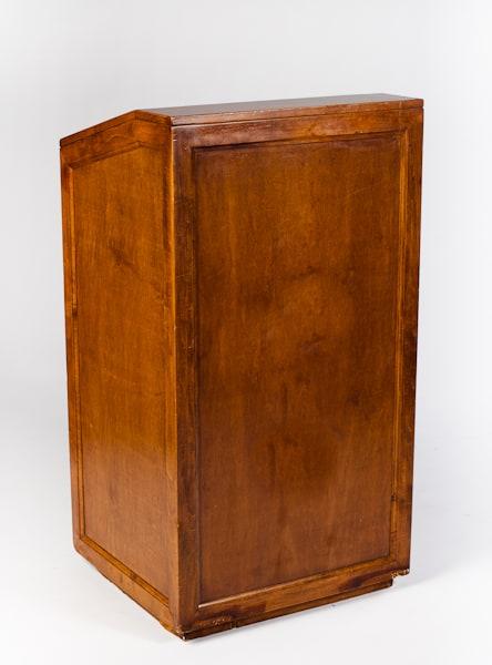podium wood FRONT